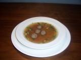 Runderbouillonsoep met groente en gehaktballetjes