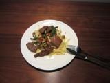 Roergebakken biefstukreepjes met sperziebonen en champignons
