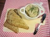 witte bonendip met knoflook en kruiden.