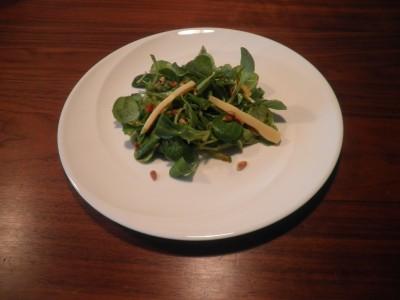 Vegetarische salade met kaas