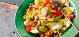 Roerbakgerecht met prei, ei en cashewnoten