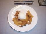Winterfruit uit de wok met kaneelstroop en ijs