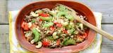 Notenrijst met groente en geroerbakte runderreepjes