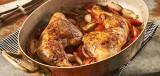 Kip met sjalotjes en tomaat