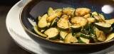 Geroerbakte courgette met schnitzel en aardappelpuree