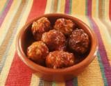 Gehaktballetjes met tomatensaus of satésaus